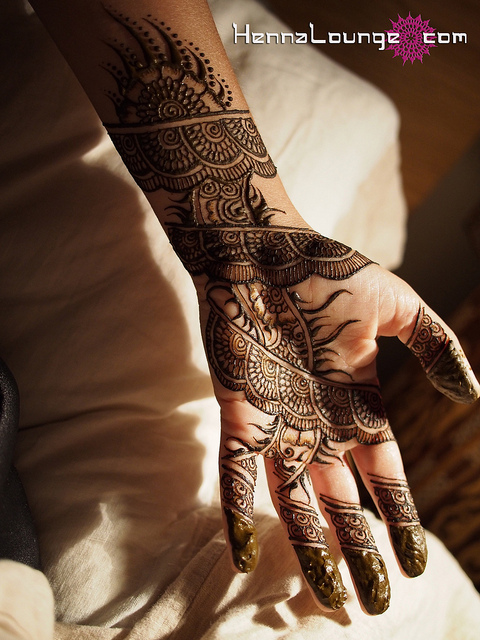 Freshly applied mehndi. It looks blackish, but this is not black henna, the stain is happening below the surface of the paste.