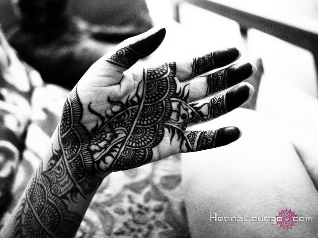 Leaving negative space in the design helps the henna show up well even in a black and white image.