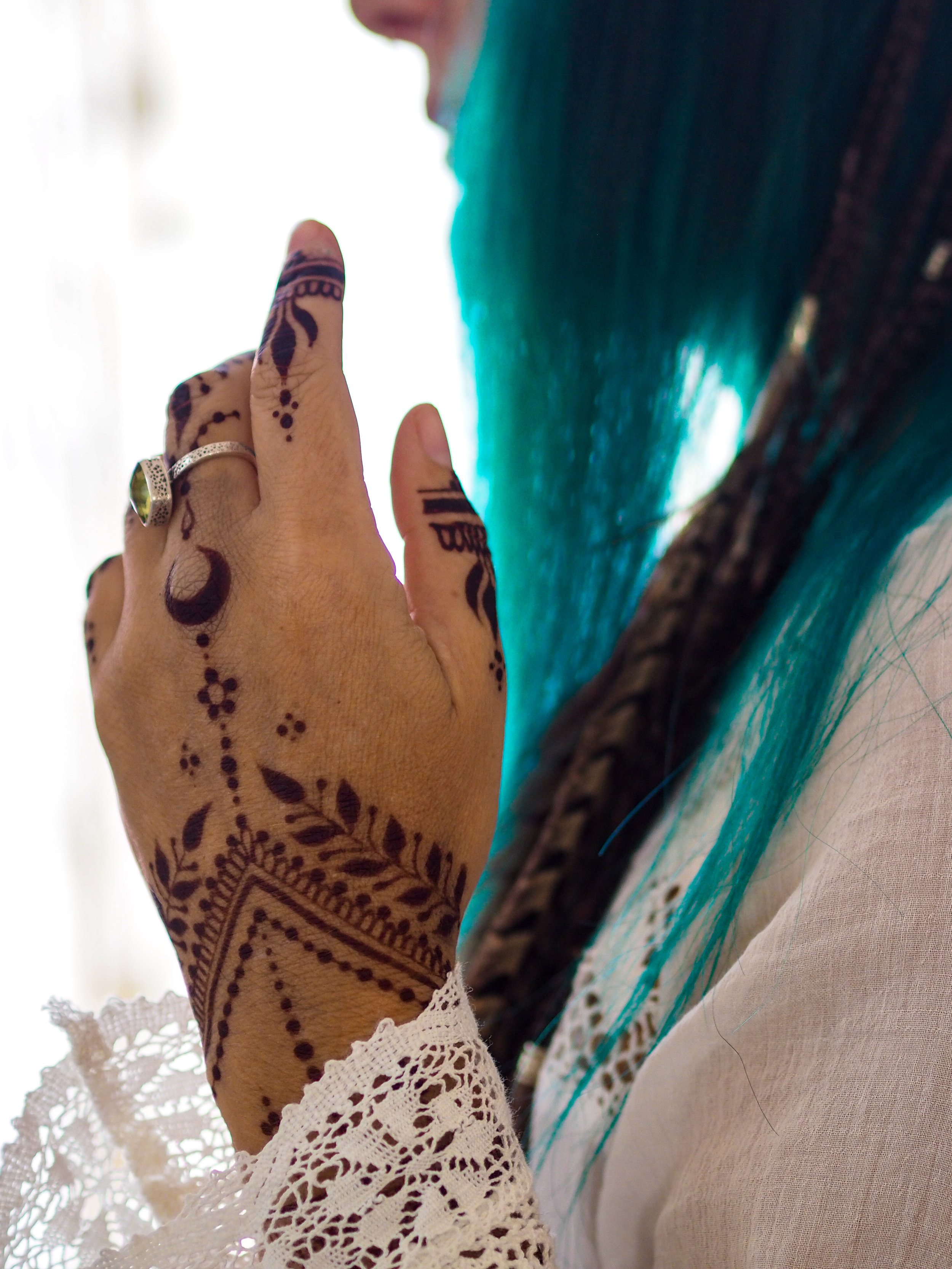 Natural jagua-henna, safe and free of synthetic dyes.