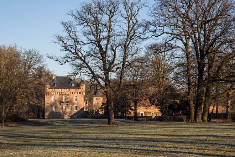 """Werbefotografie vom Schloss Loersfeld für Editorial des Magazins """"Hotellerie & Gastronomie"""" über Julia Komp"""