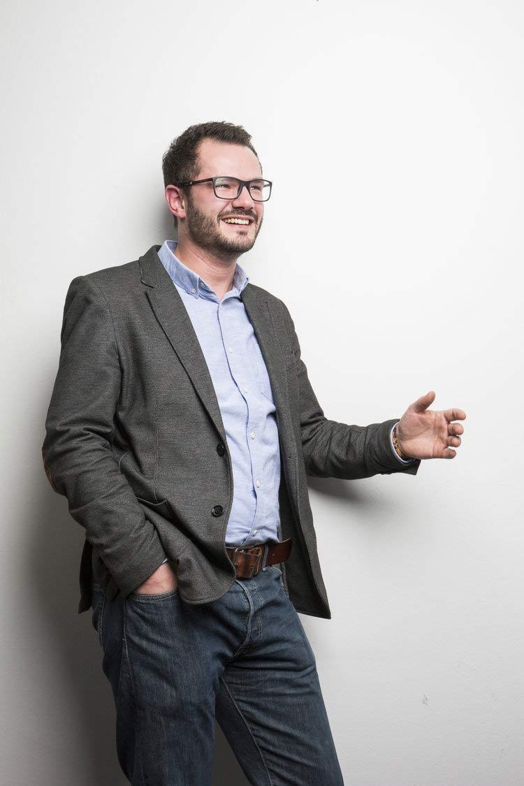 Business-Portrait von Prof. Robert Böhm in der RWTH AAchen für Magazin-Artikel