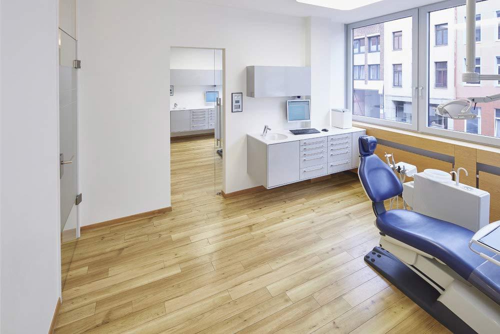 Architekturfoto eines Behandlungszimmers in einer Arztpraxis in Aachen, Innenaufnahme