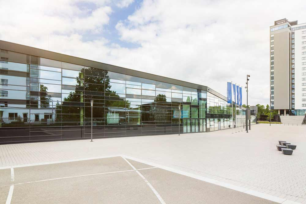 Architekturfoto des World Conference Centers in Bonn, Außenaufnahme