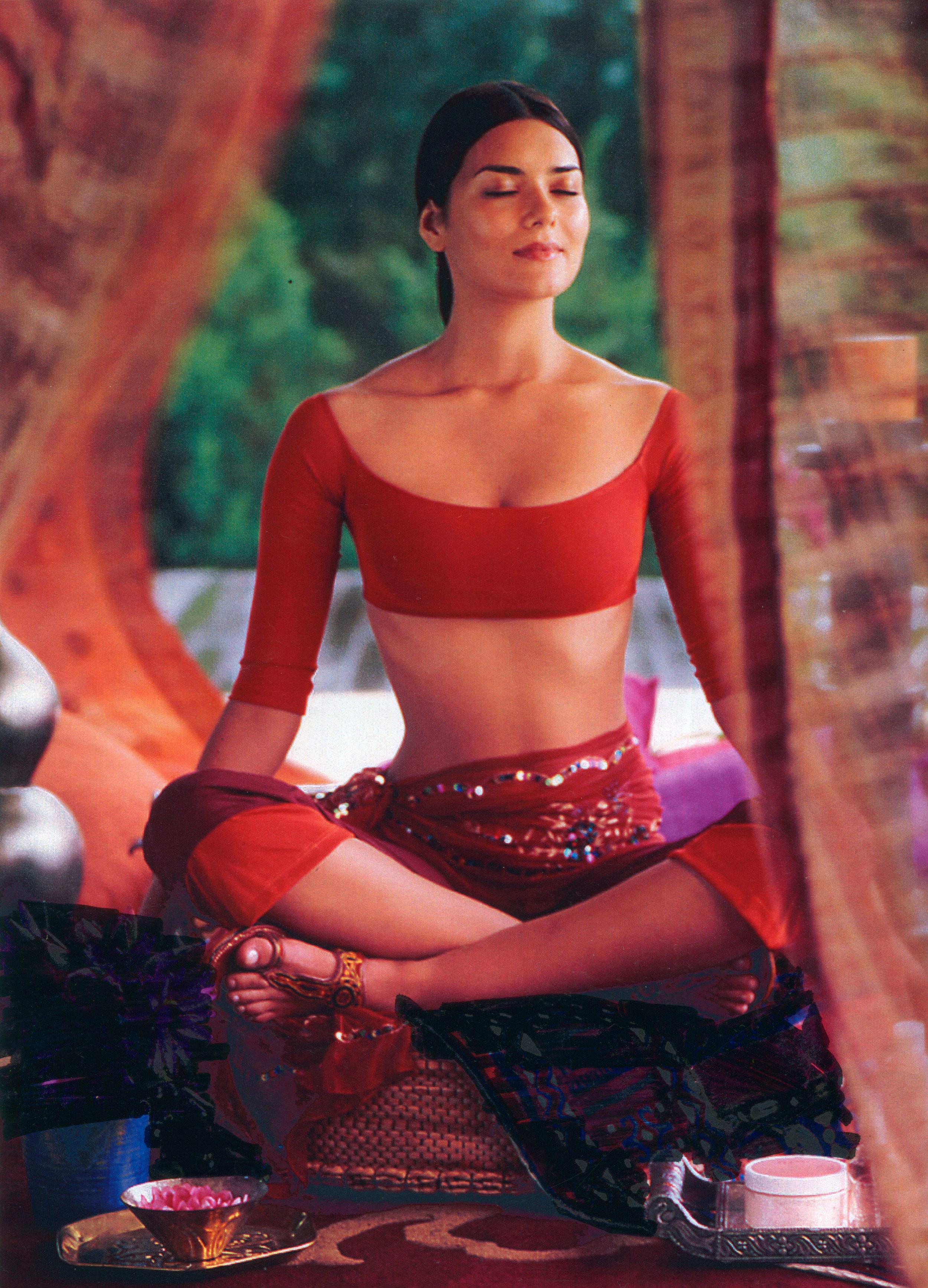 002fav-yoga-w-brunetteB.jpg