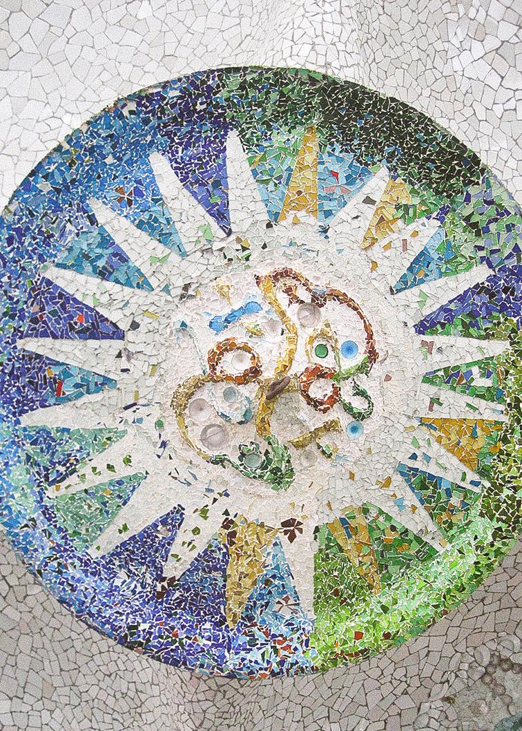 Mozaico en el techo en pabelló de Park Güell