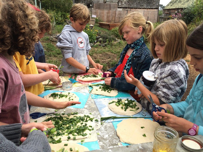 kids-making-pizza.png