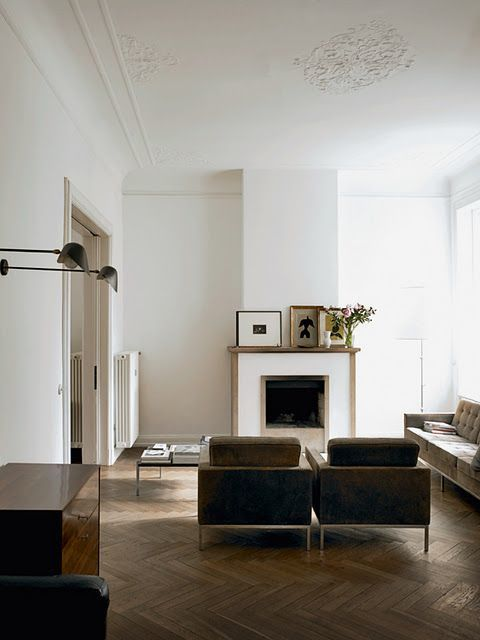 I love everything in this room especially the minimal fireplace and the art on top! ( Peek of Perfection )
