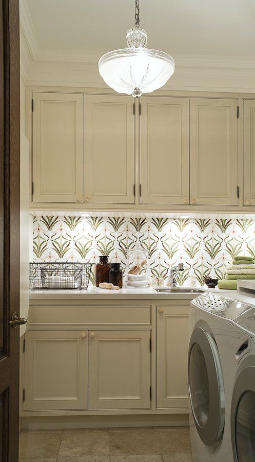 We used a graphic backsplash to add colour and pattern in a laundry room with creme cabinetry and countertops. (Casey Design / Planning Group Inc. - photograph by Ted Yarwood)