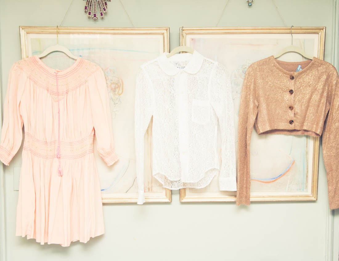 Light peaches and pinks work great with pastels, metallics and white accents. It's such a delicate and calming colour palette, we love to use it! ( Linda Rodin - The Coveteur )