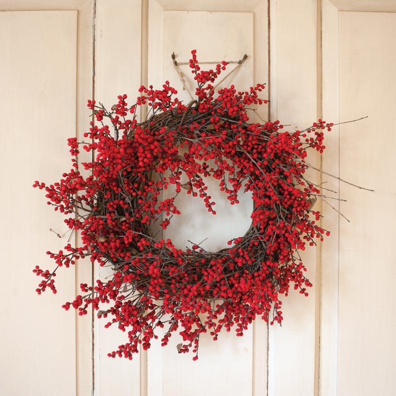 understated-holiday-decorating-wreath.jpg