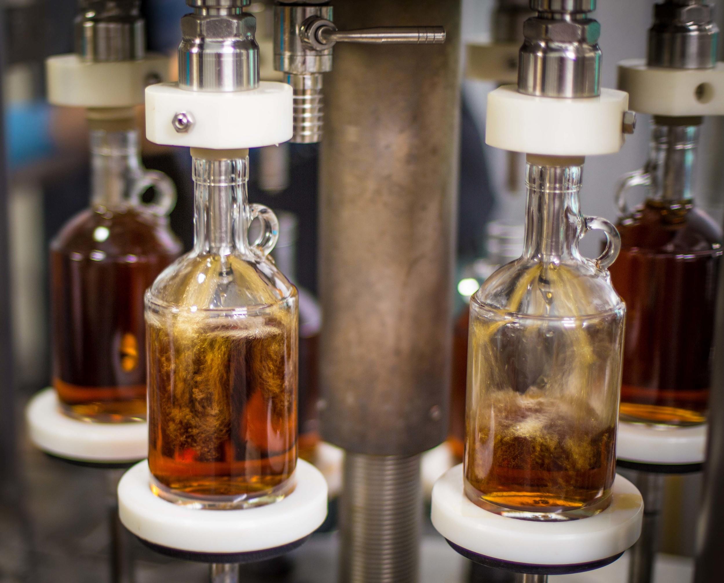 kiepersol_distillery_bottle_filling.jpg
