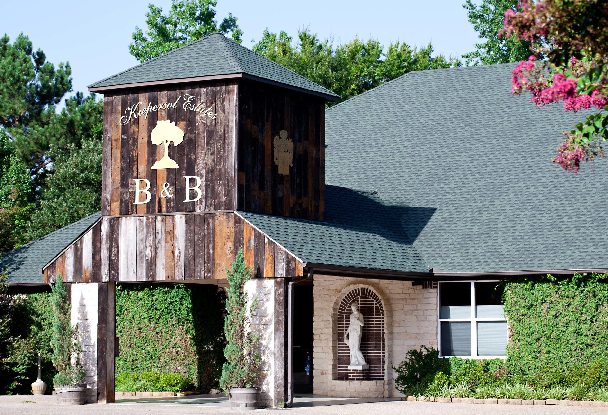 restaurant_entrance-2.jpg