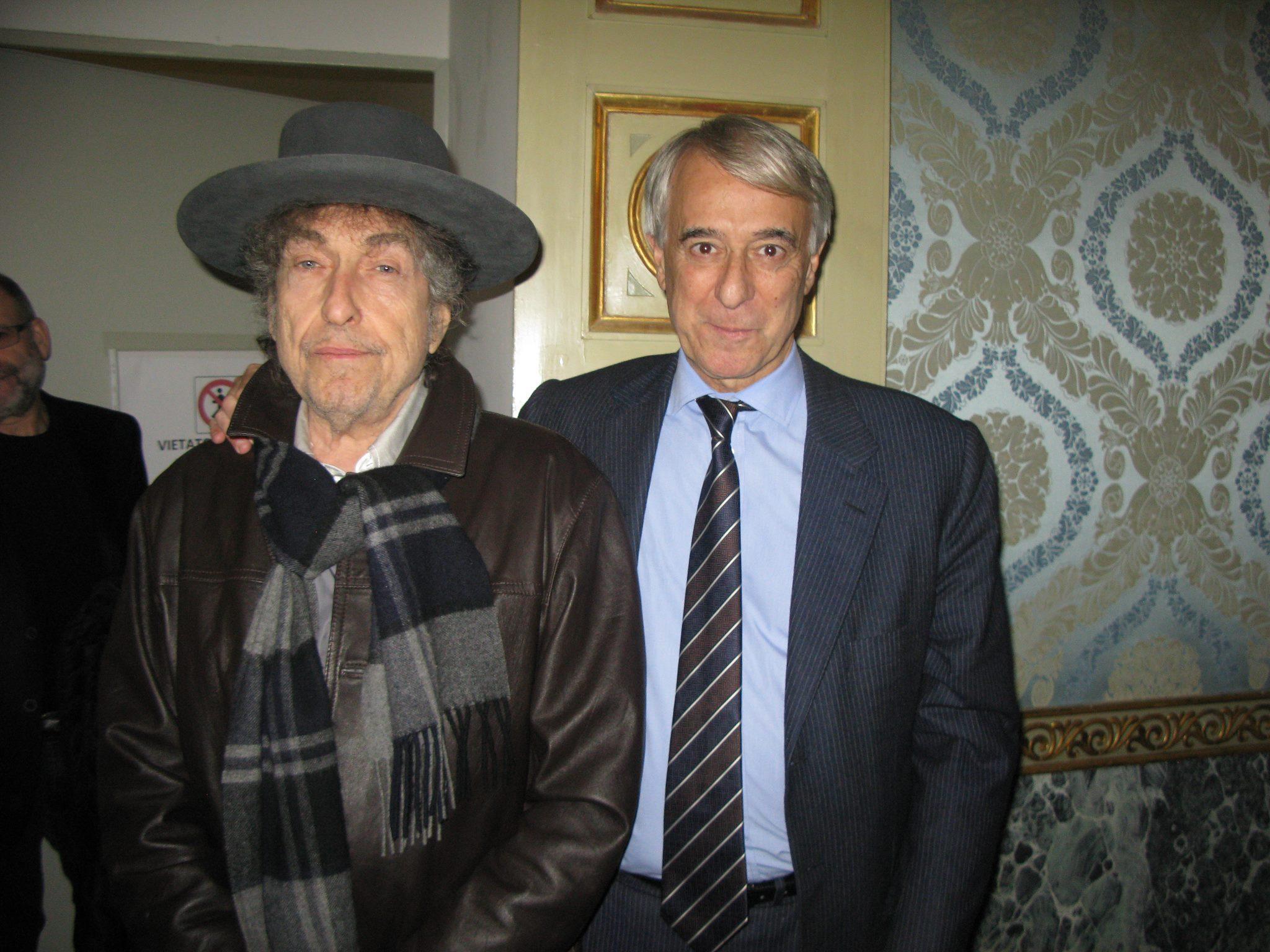 Bob_with_mayor_of_Milano.jpg