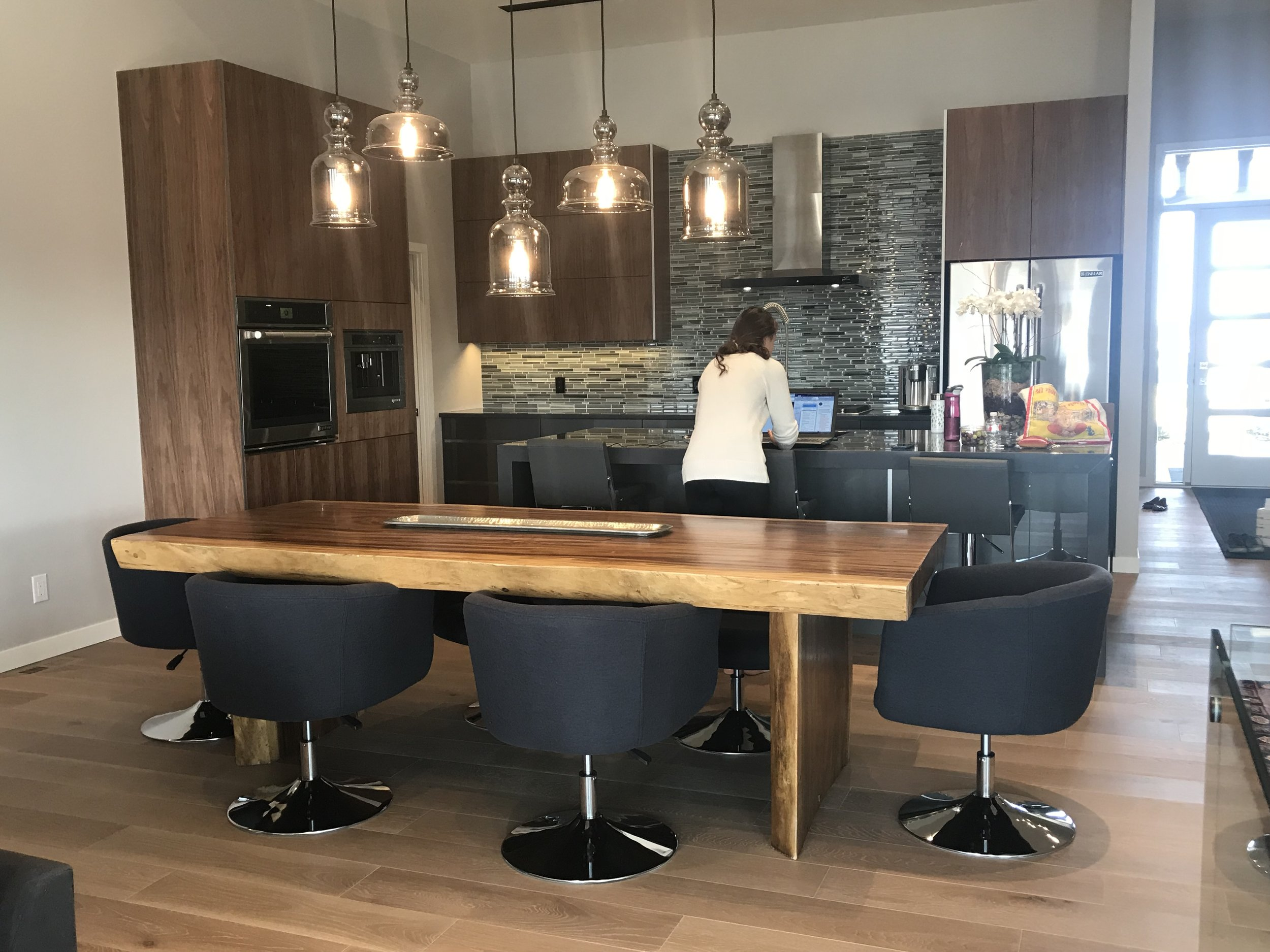 majestic live edge dining table. Blue Moon Furniture. Huntington homes show home furniture. parade of homes.JPG