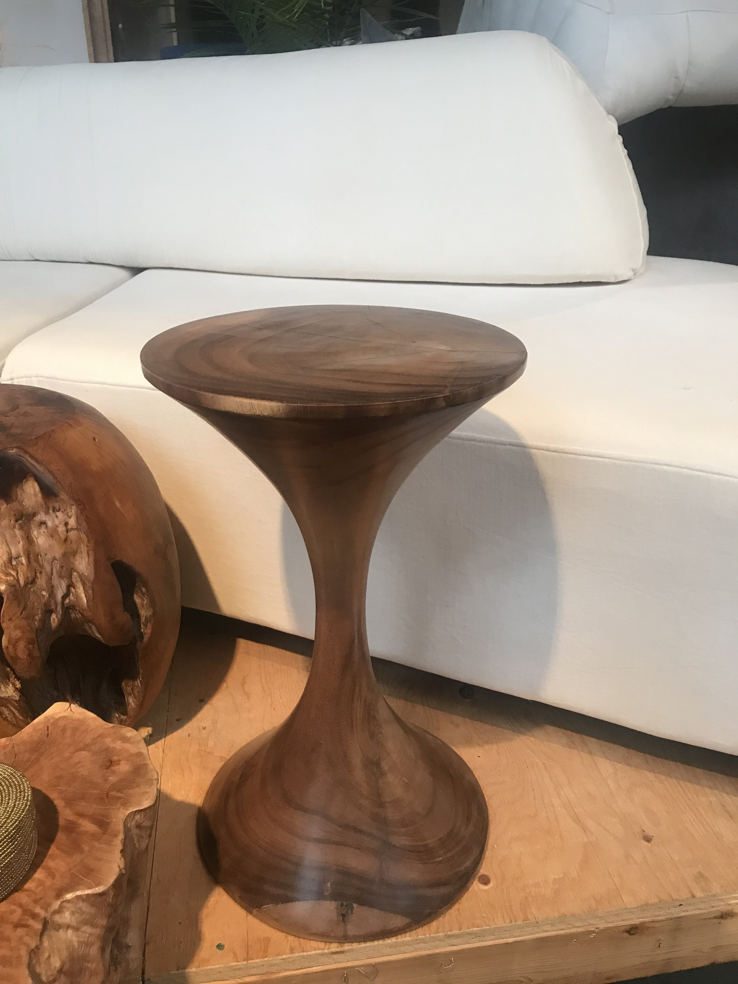 This incredible side table is sculpted from a single piece of wood. Light and elegant.