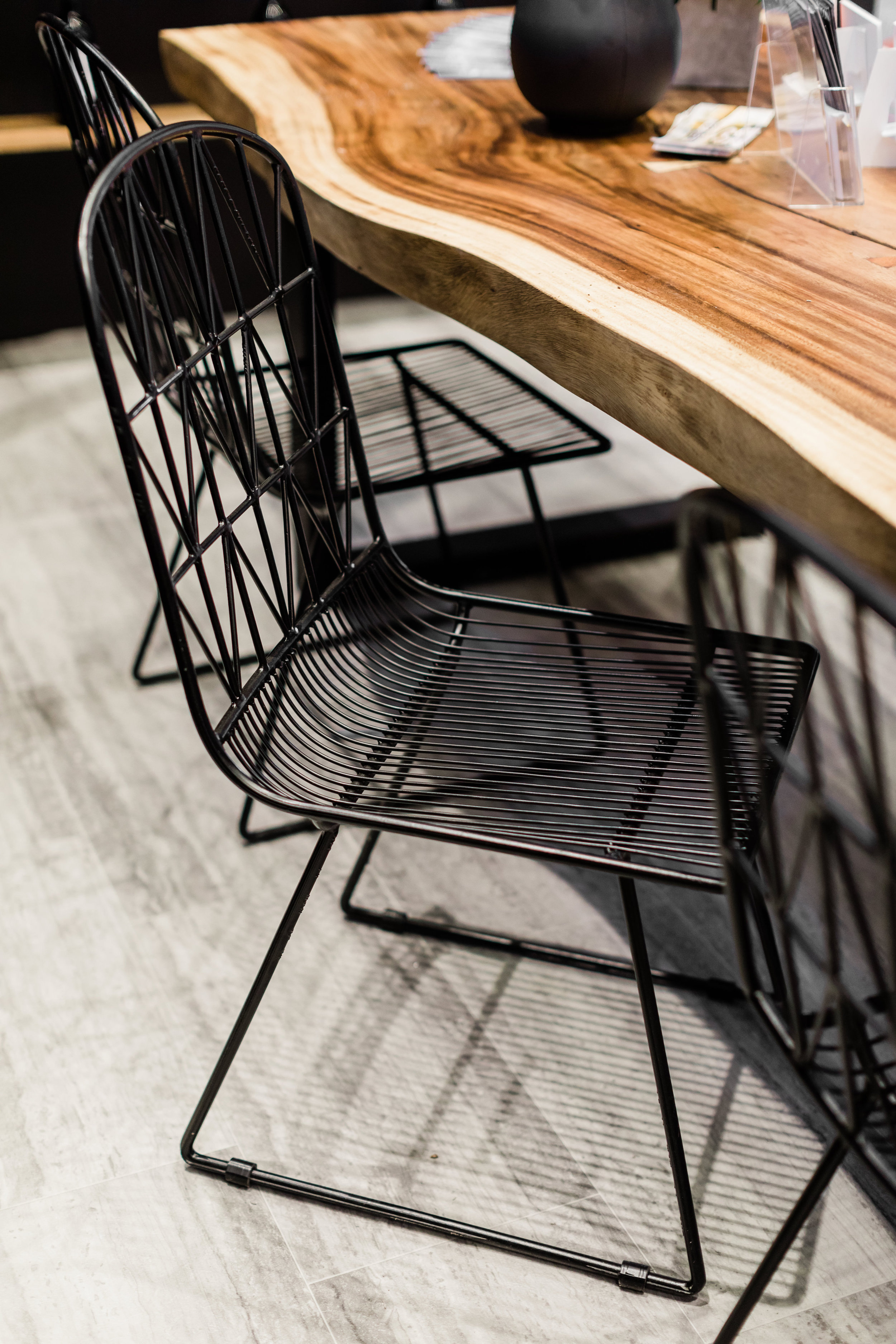 Winnipeg Renovation Show. The design Studio. Blue Moon Furniture. Black wire chairs.