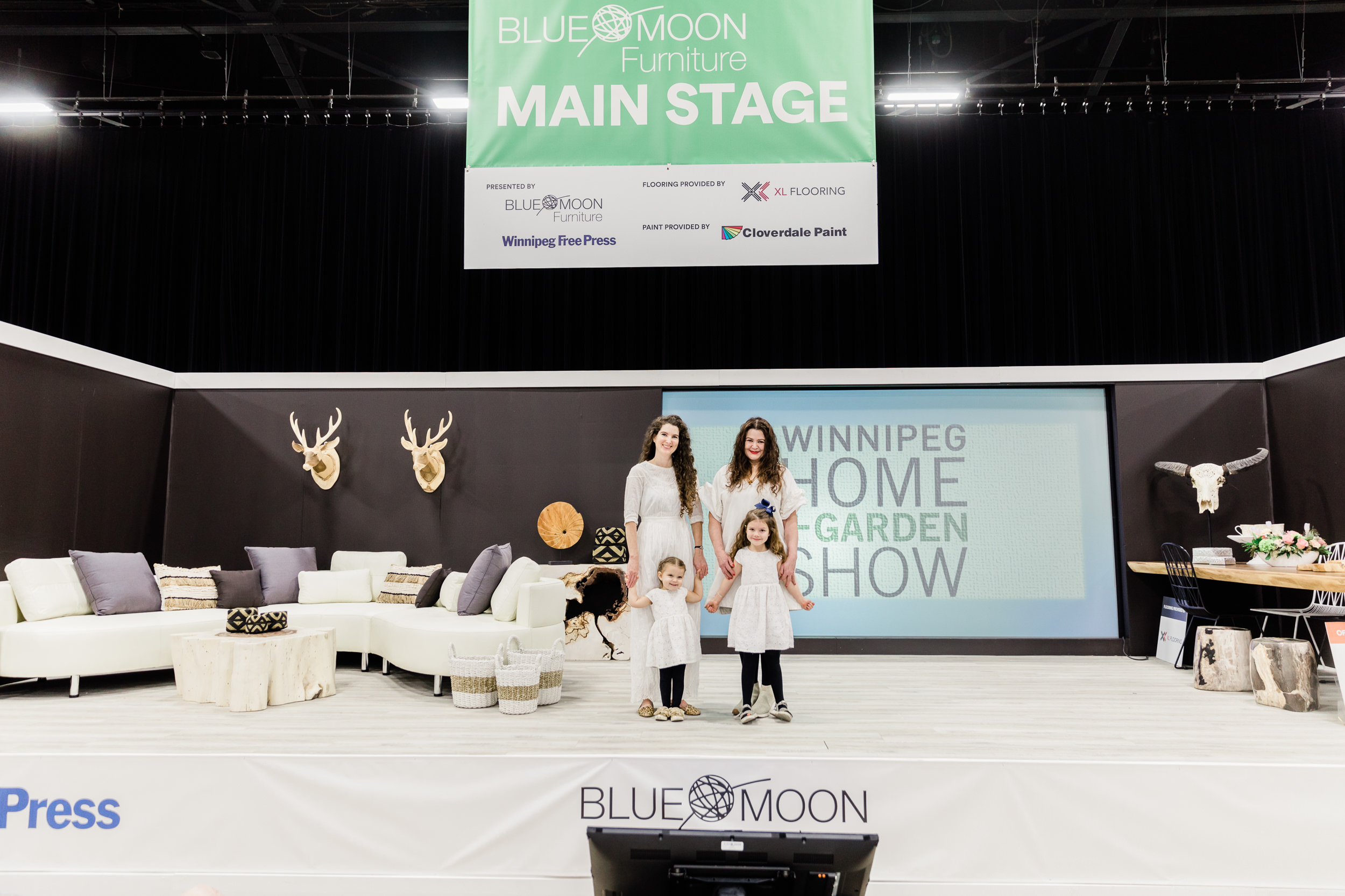 Main-stage-furniture-at-the-winnipeg-home-and-garden-show
