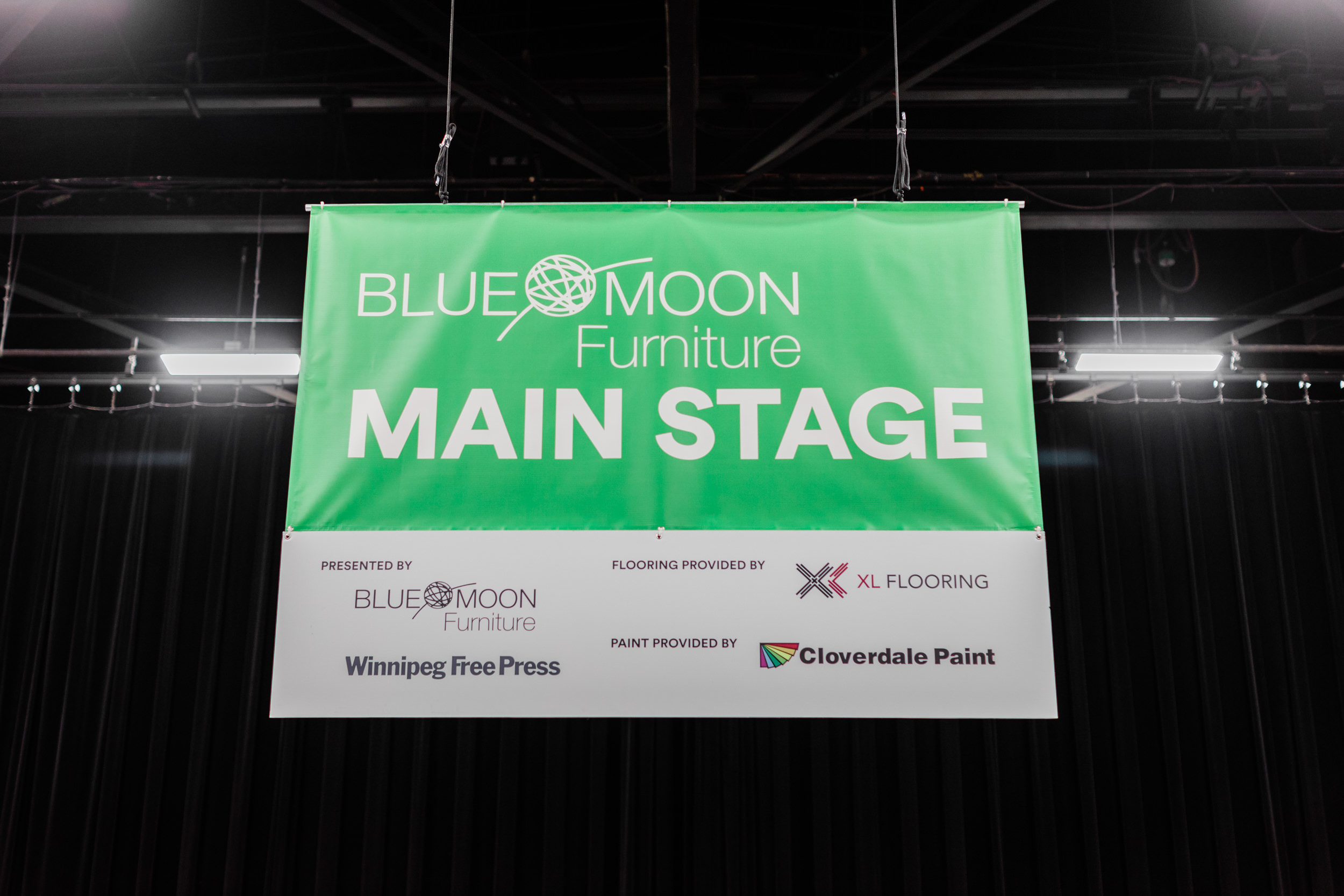 blue-moon-furniture-main-stage-at-the-winnipeg-home-and-garden-show