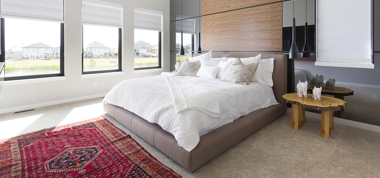 Huntington Homes. Blue Moon furniture Bed. King Size.