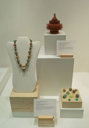 Bead Maker:  Jim Jones   Jewelry Artist:  Lani Ching Jennifer Gallagher