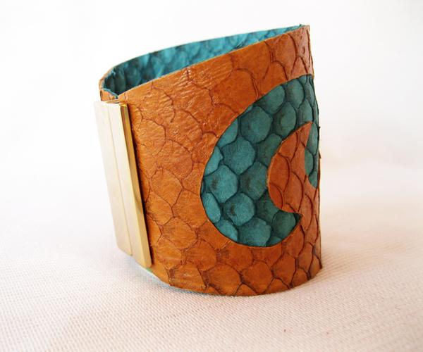 bracelete em tilápia laranja verniz | Heliconia