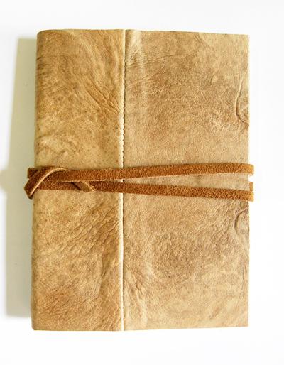 caderno com capa em couro de rã