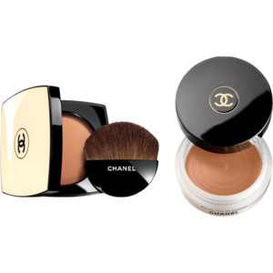 Les Beiges powder compact showing the brush they supply. Soleil Tan de Chanel bronzing base.