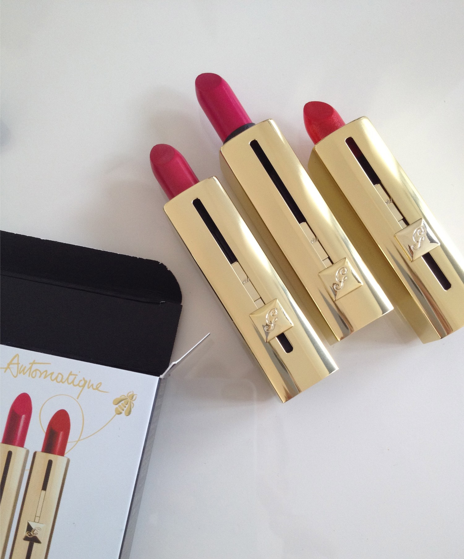 Behold Guerlain's Rouge Automatique lipsticks which are cap free meaning you can apply with one hand! Genius.