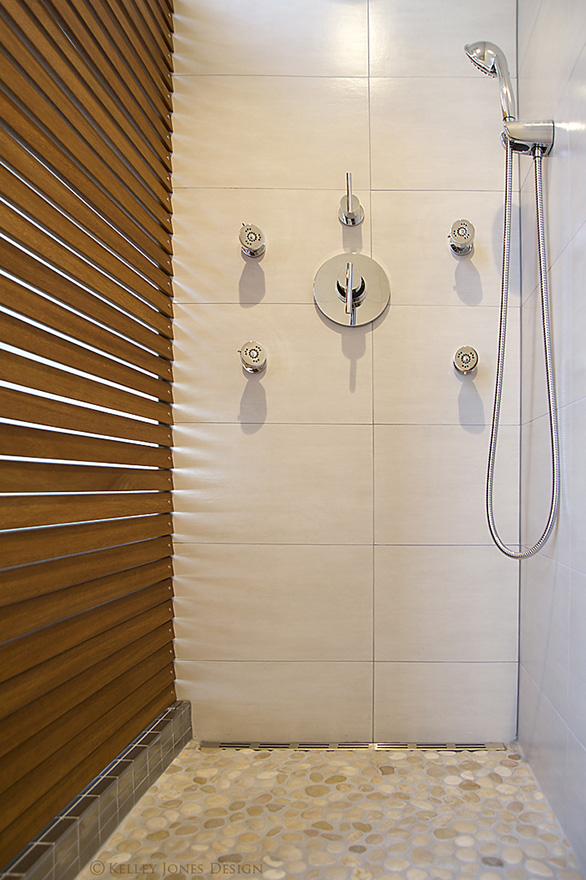 16_Lake-House_Design_Pool-Shower_teak_DLJ5917.jpg