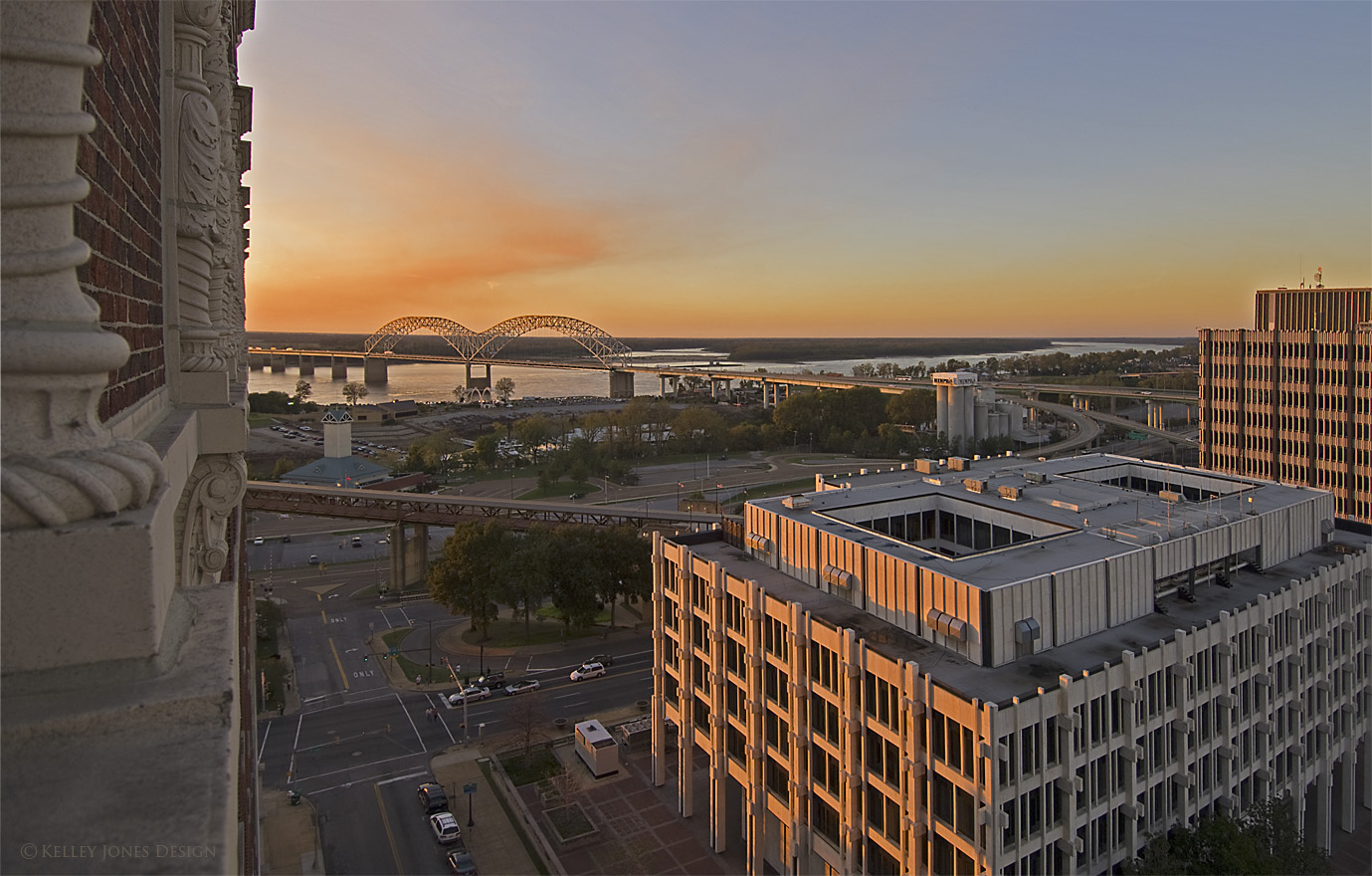 View-of-Hernando-Desoto_Bridge_Downtown_Condo_D2X0373.jpg