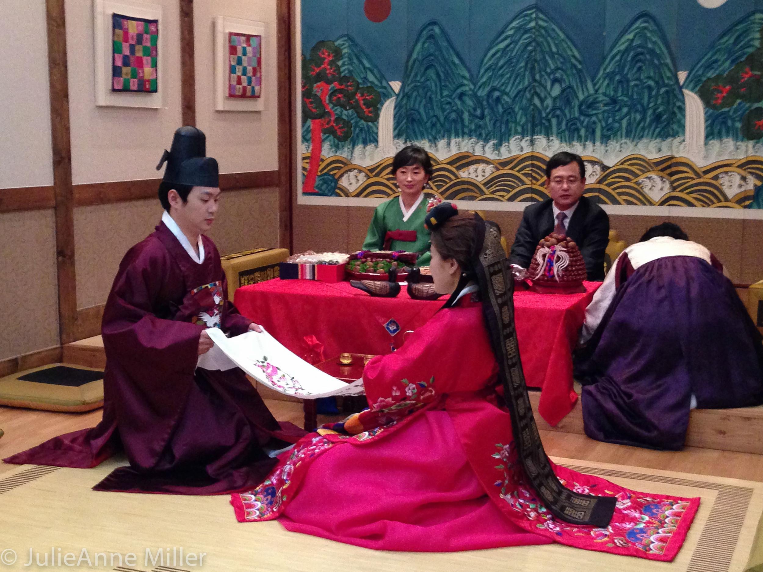 Pyaepaek 폐백 ceremony