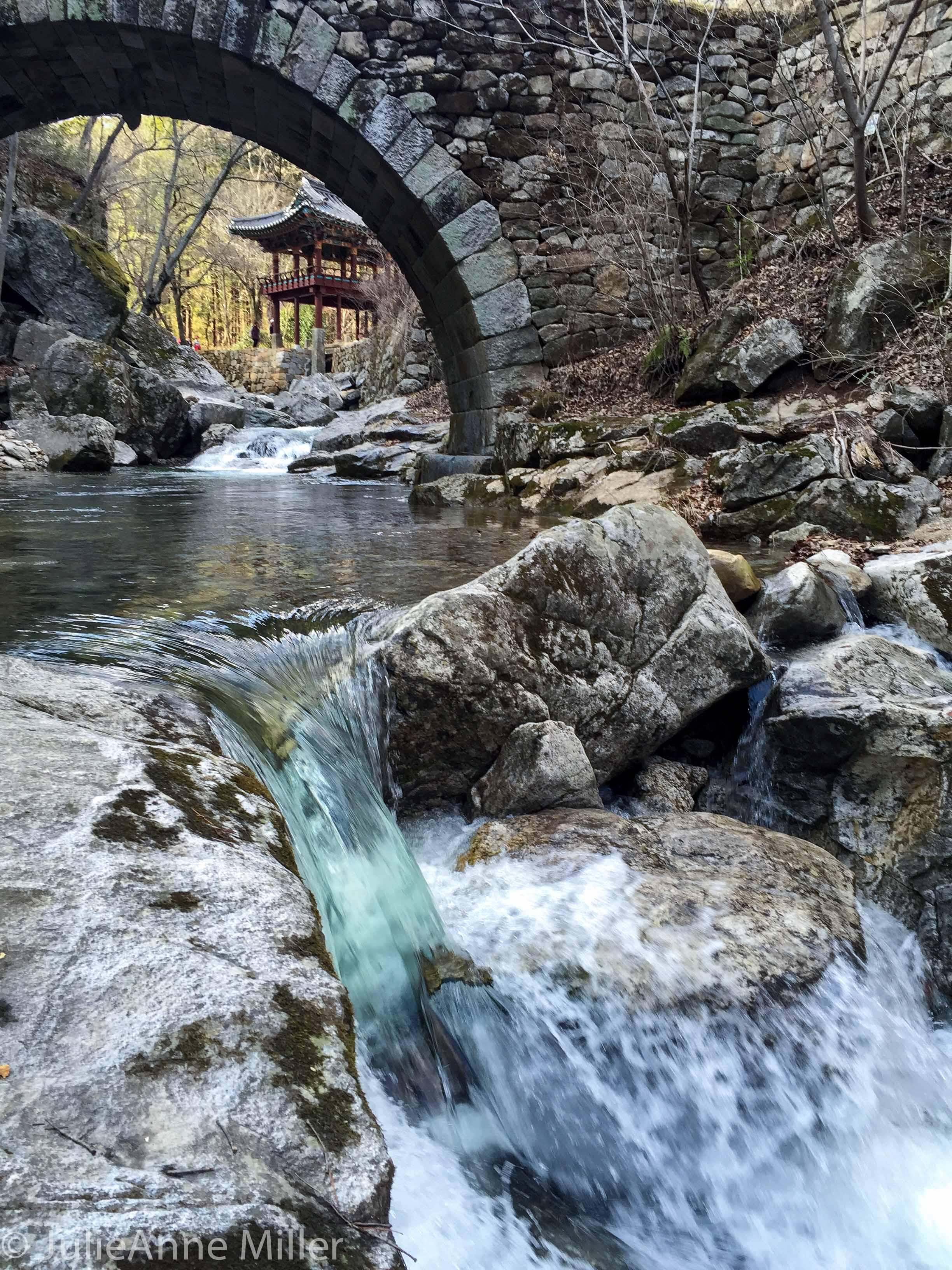 water below seungseongyo