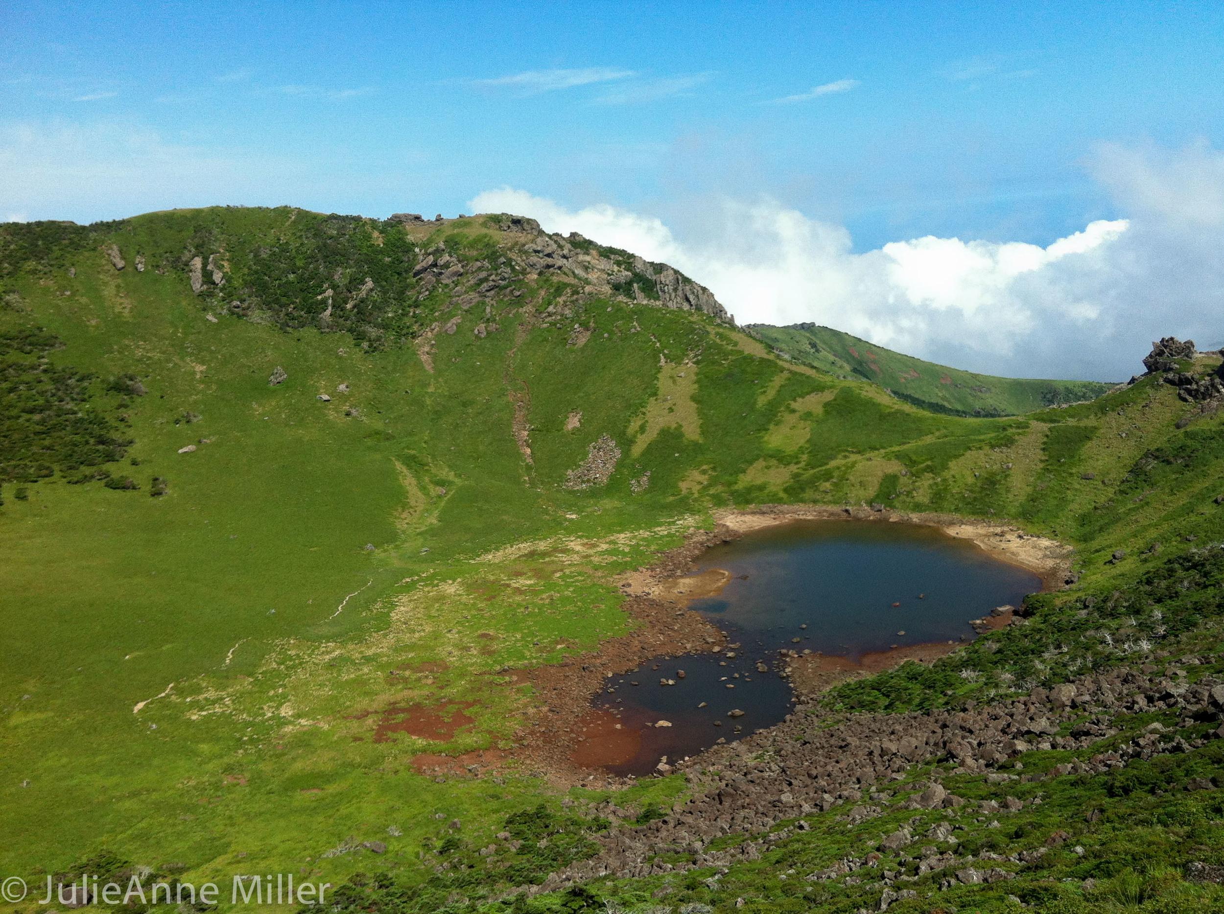Halla San crater