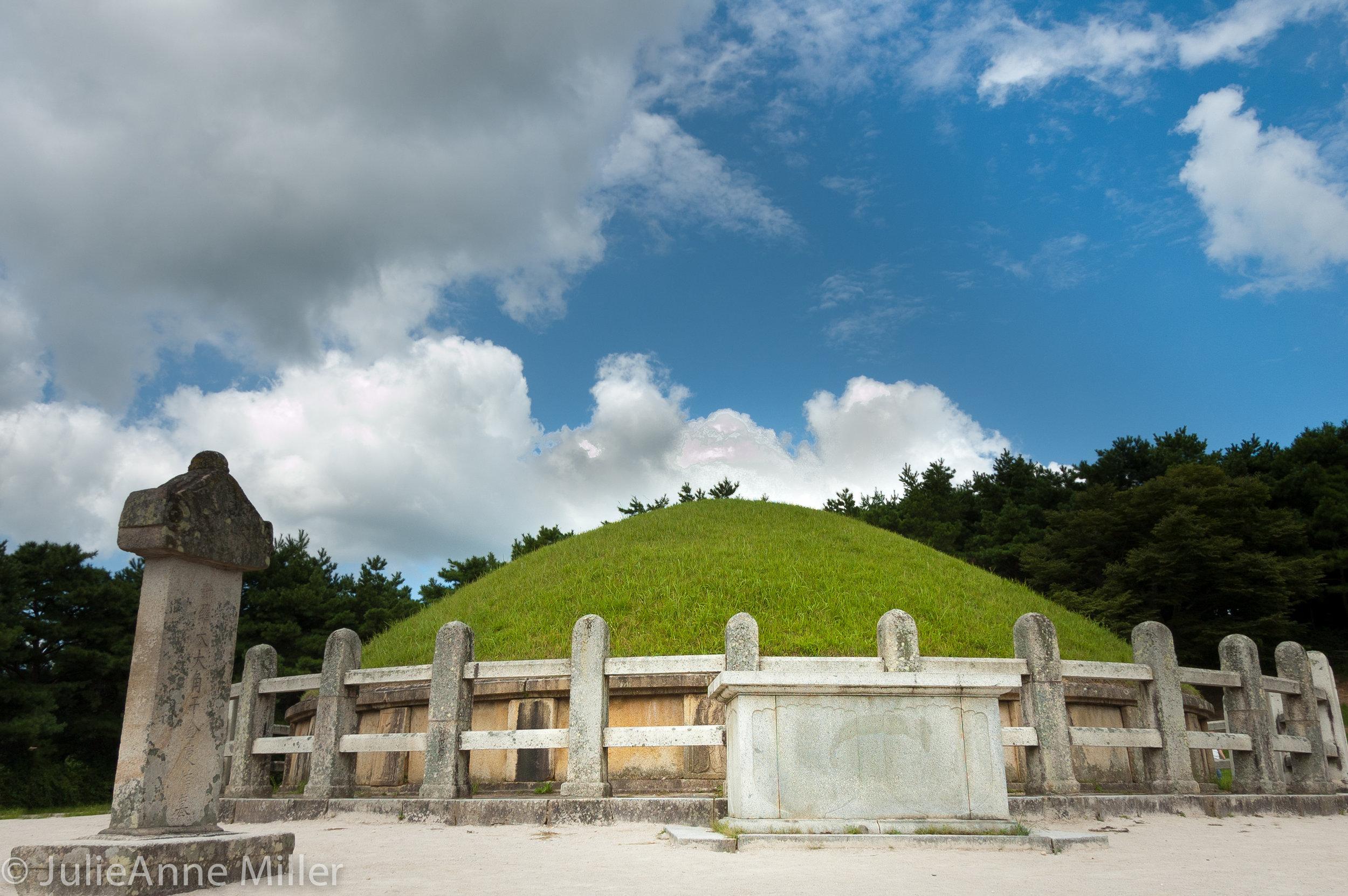 Yi Su Shin grave, Gyeongju