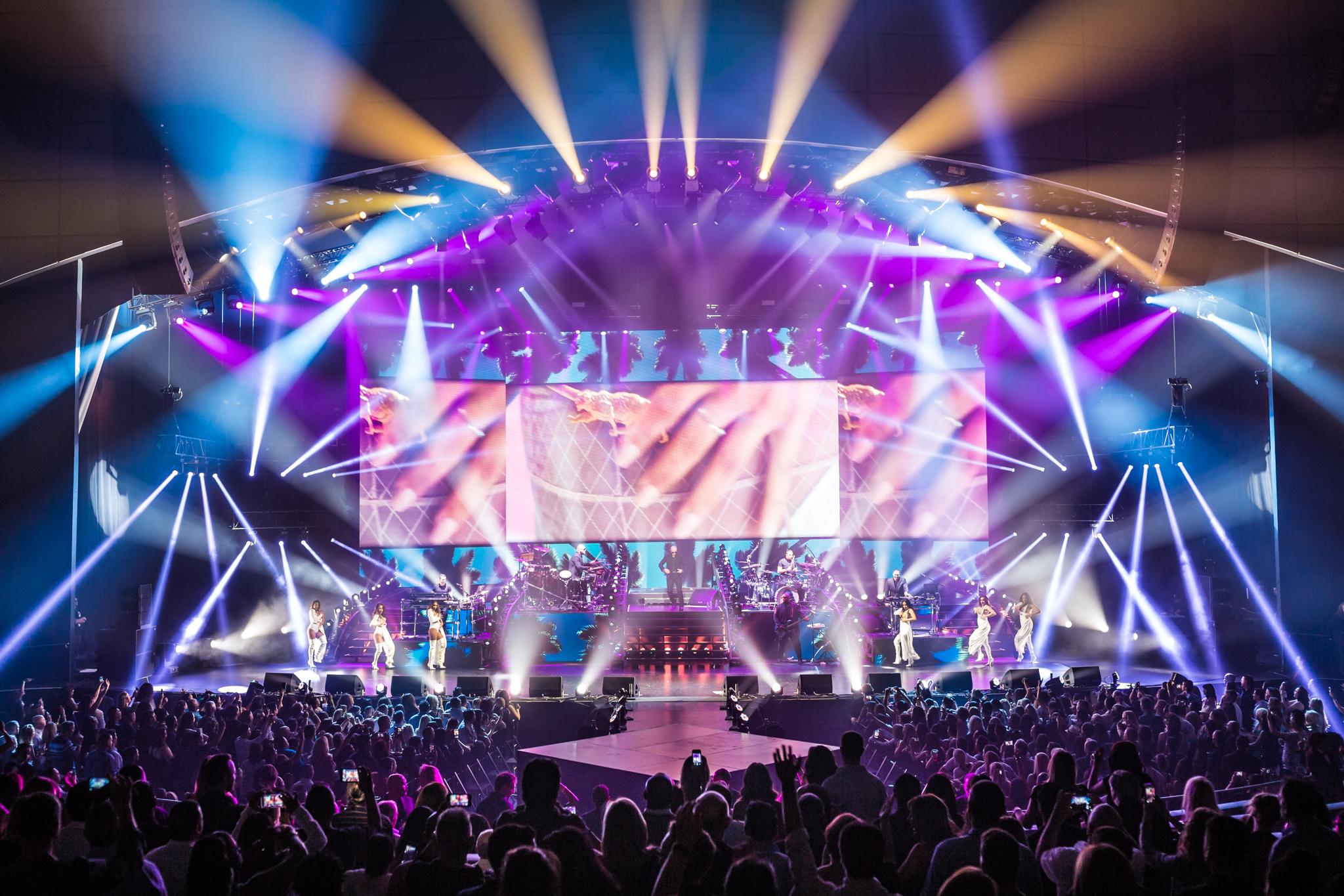 Pitbull_Vegas_ALIVEcoverage-9.jpg
