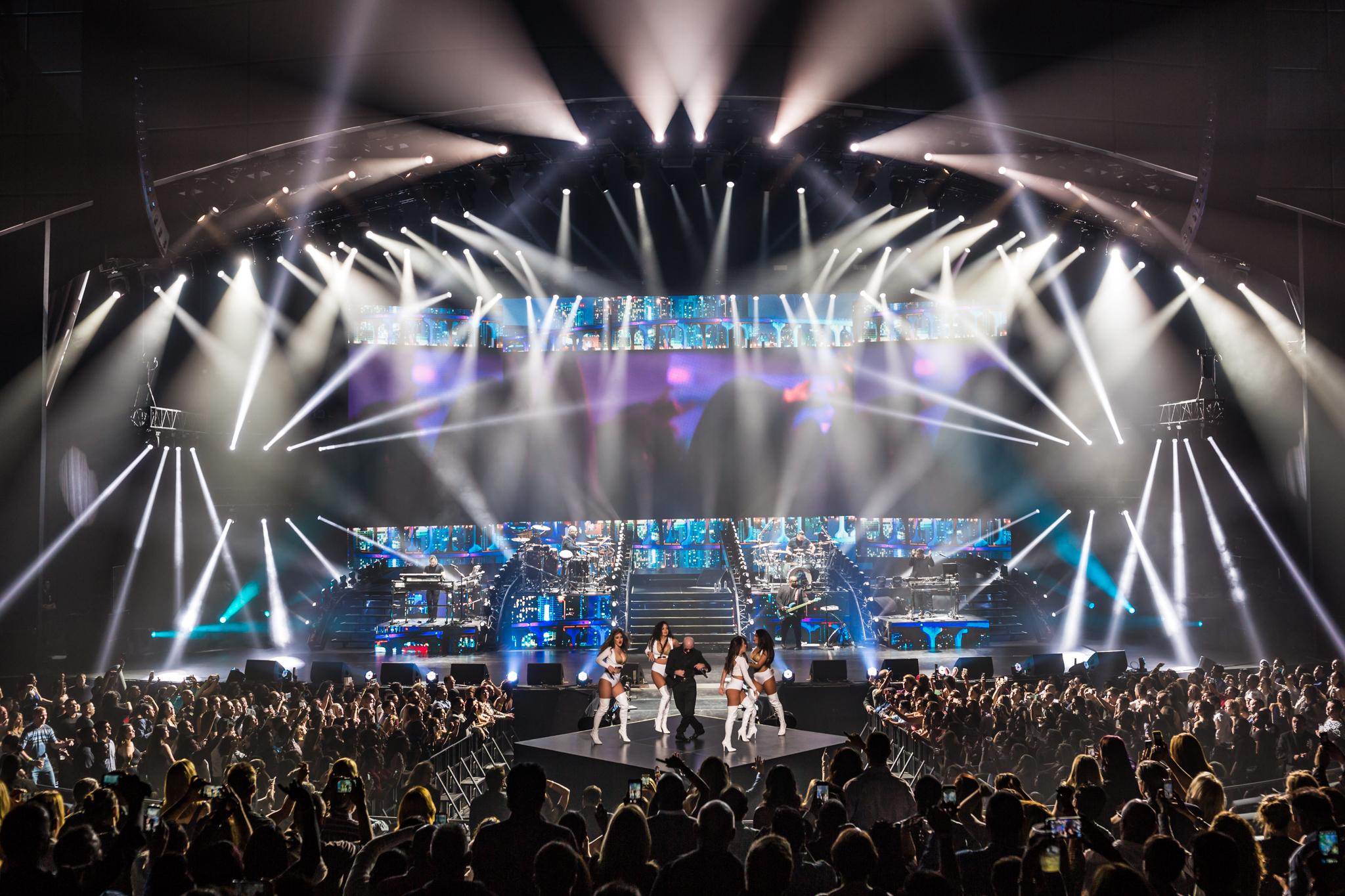 Pitbull_Vegas_ALIVEcoverage-11.jpg