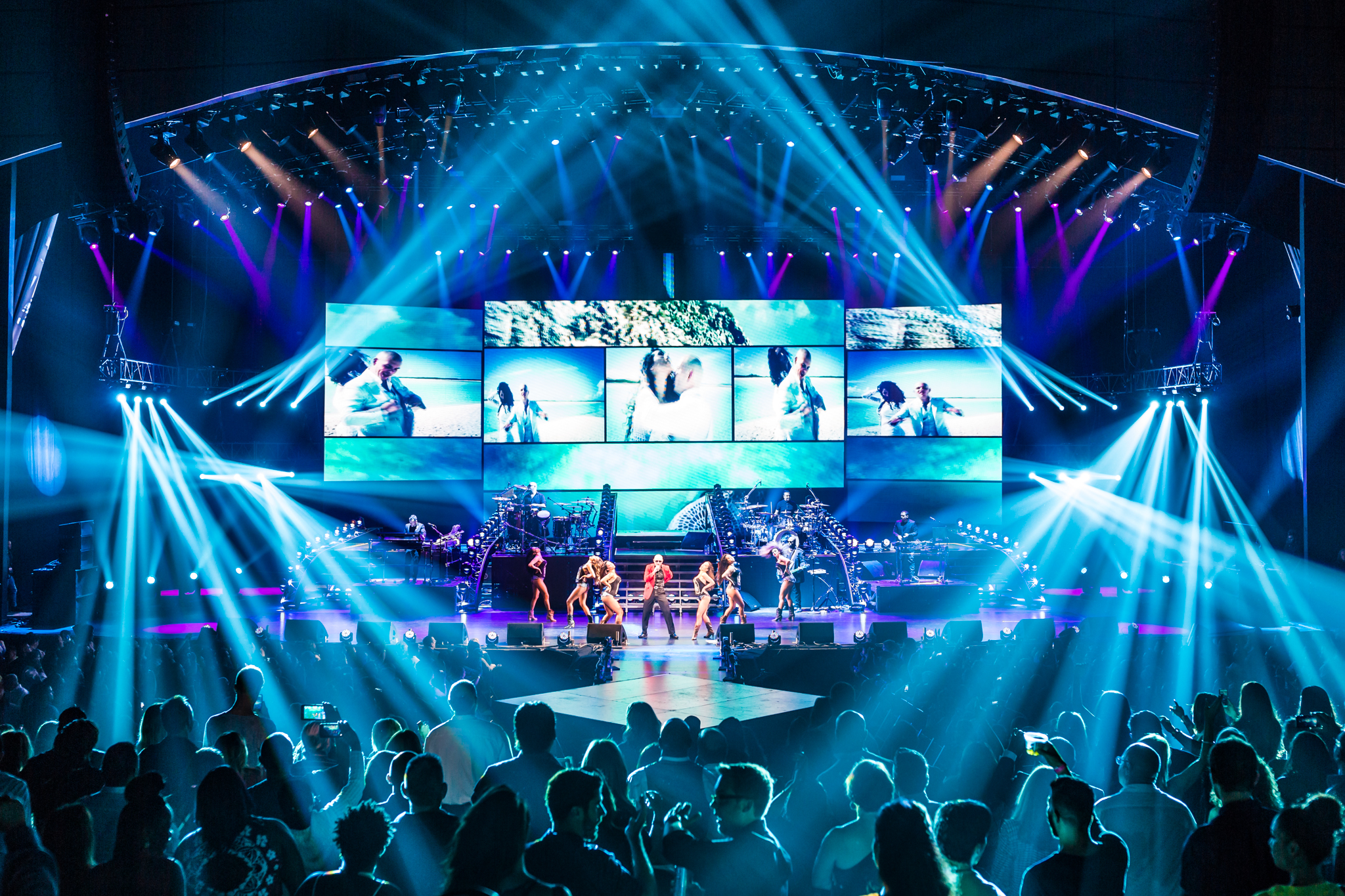 Pitbull_Vegas_ALIVEcoverage-24.jpg