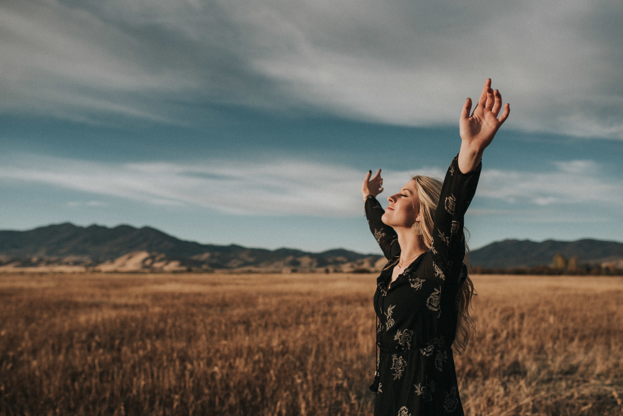 Boise Senior Photographer Makayla Madden Photography Worship Idahome Mountains Sunset
