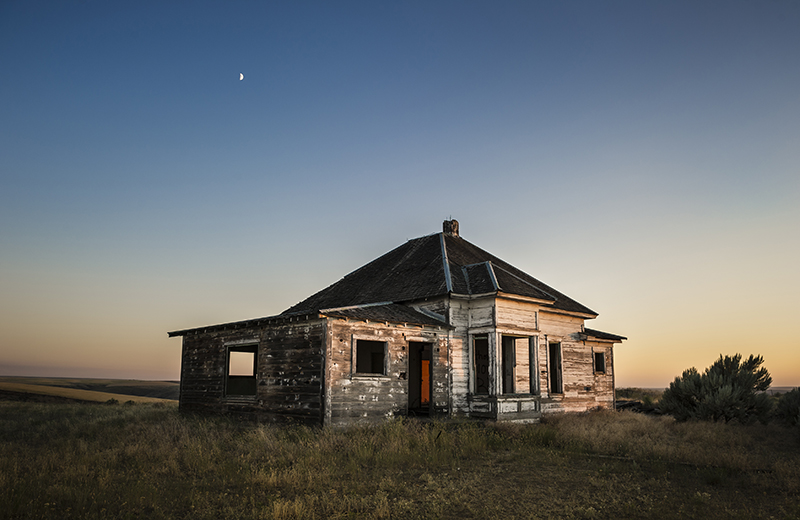 Abandoned house near Condon.  Photo by Bill Purcell