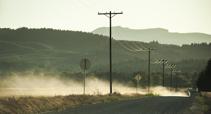 A car leaves a trail of dust as it heads west on Finley Road just south of Corvallis.  Photo by Andy Cripe