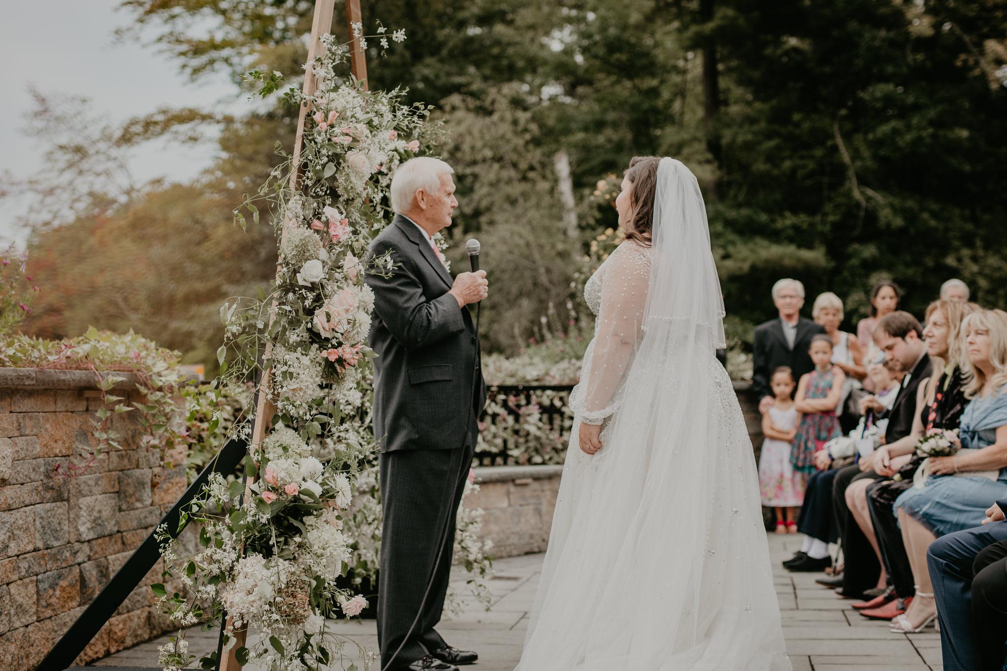 H+A_Hartford_Connecticut_RoseGarden_Wedding023.jpg