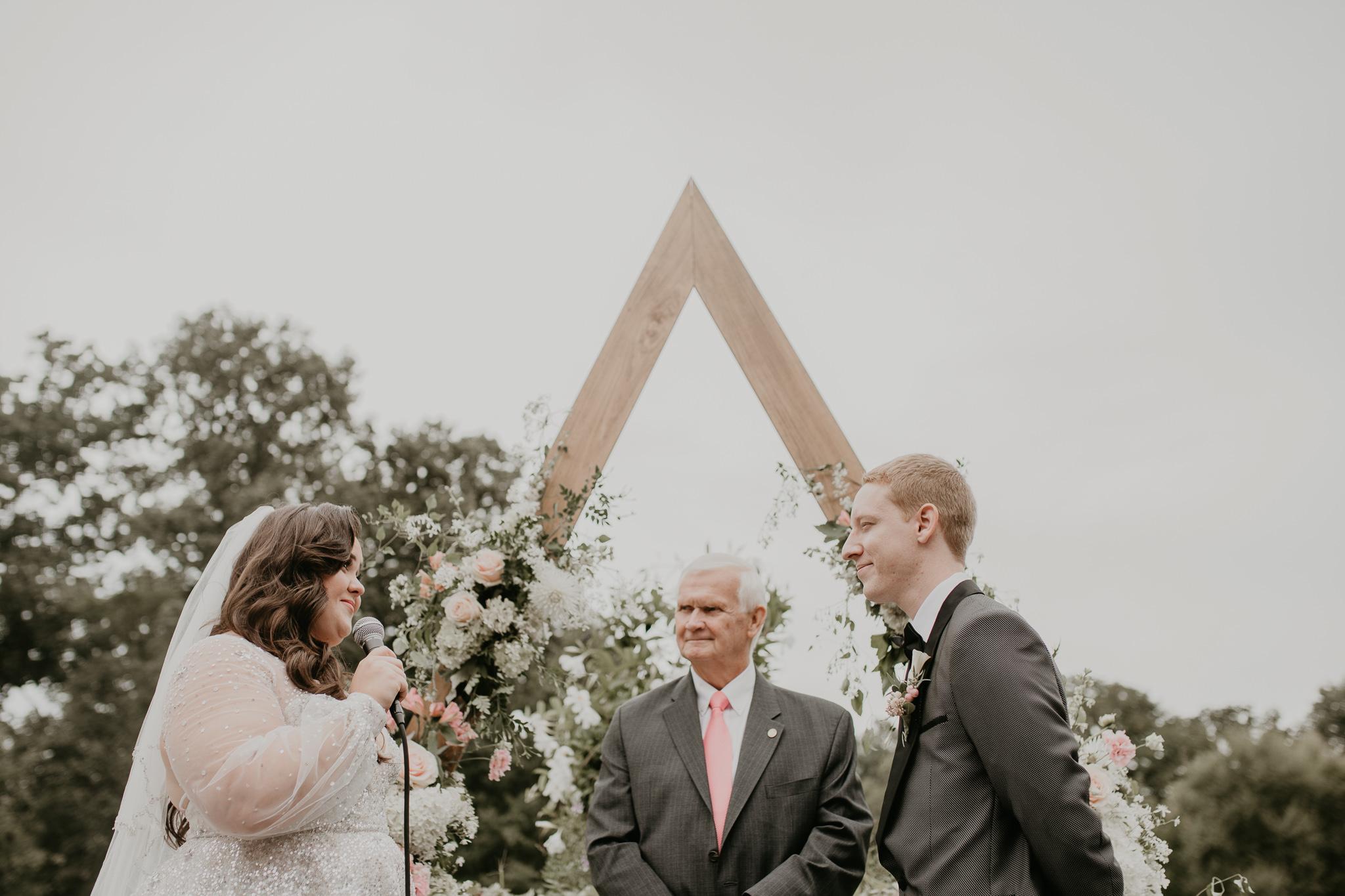 H+A_Hartford_Connecticut_RoseGarden_Wedding024.jpg