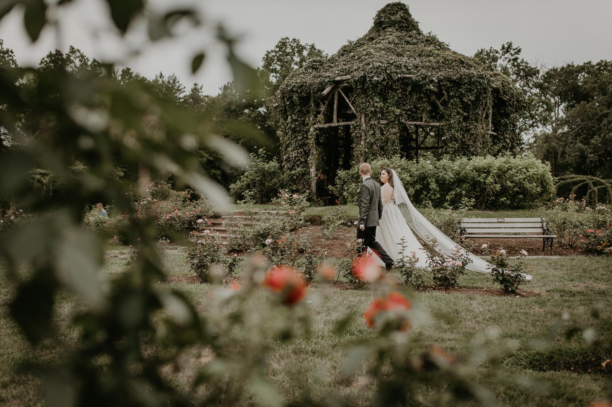 H+A_Hartford_Connecticut_RoseGarden_Wedding032.jpg