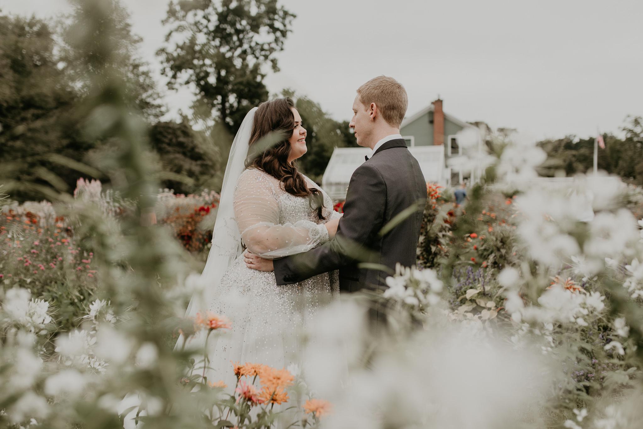 H+A_Hartford_Connecticut_RoseGarden_Wedding039.jpg