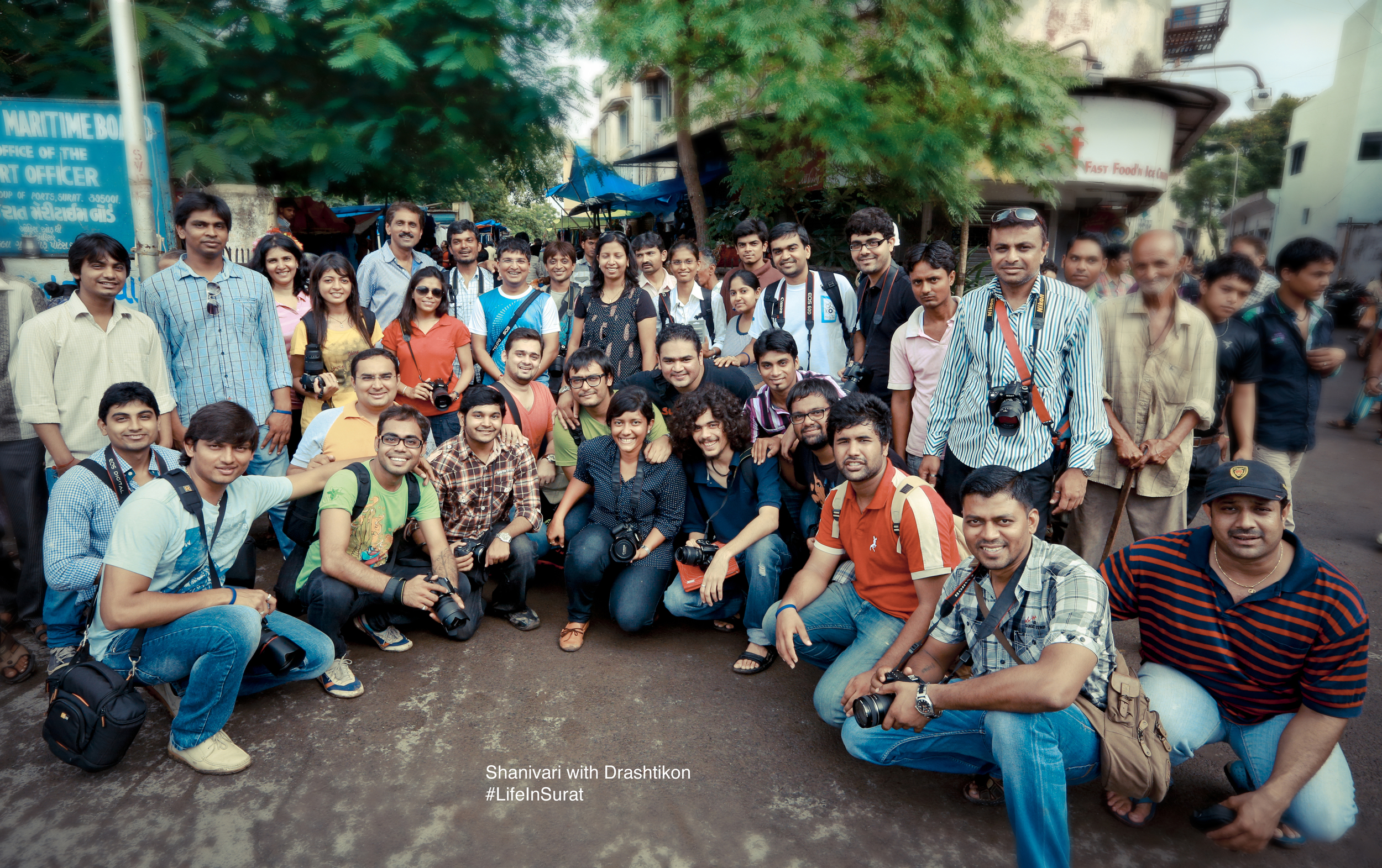 Group Photo With Drashtikon at Shanivari Market.