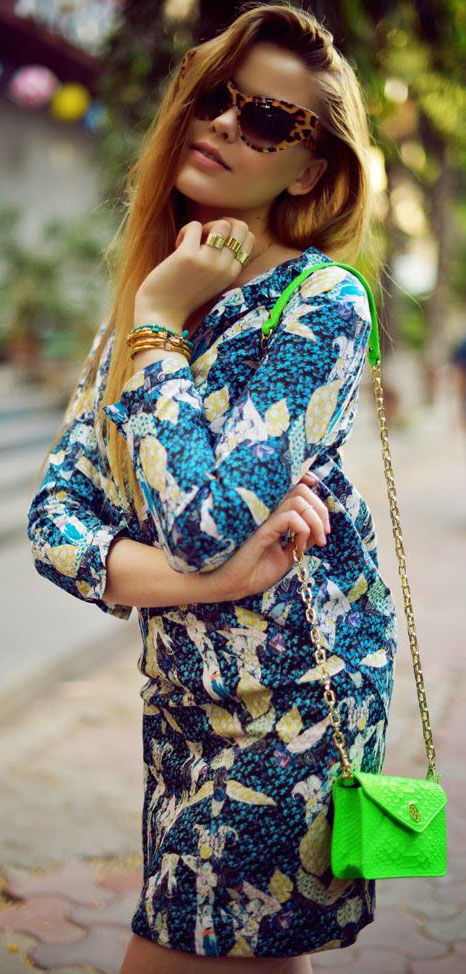 Three quarter sleeved blue print dress with neon green purse via  Kayture