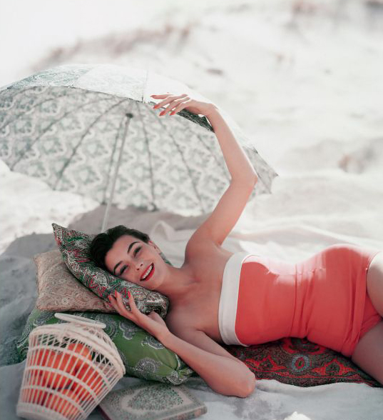 Woman with pillows and umbrella on the beach via  La Vida en Fotografia