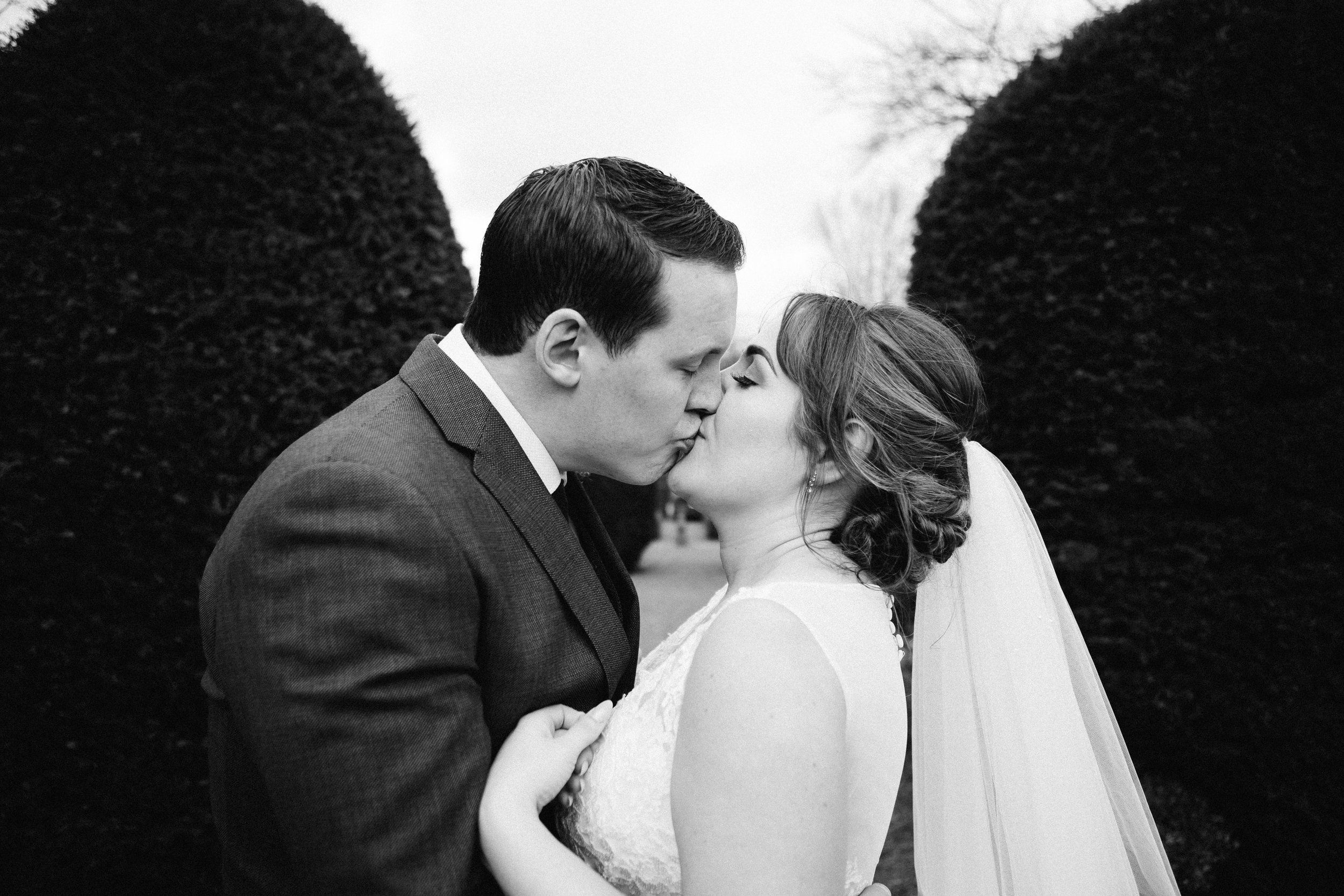 Jennifer & Richard kiss at Oakwell Hall Leeds