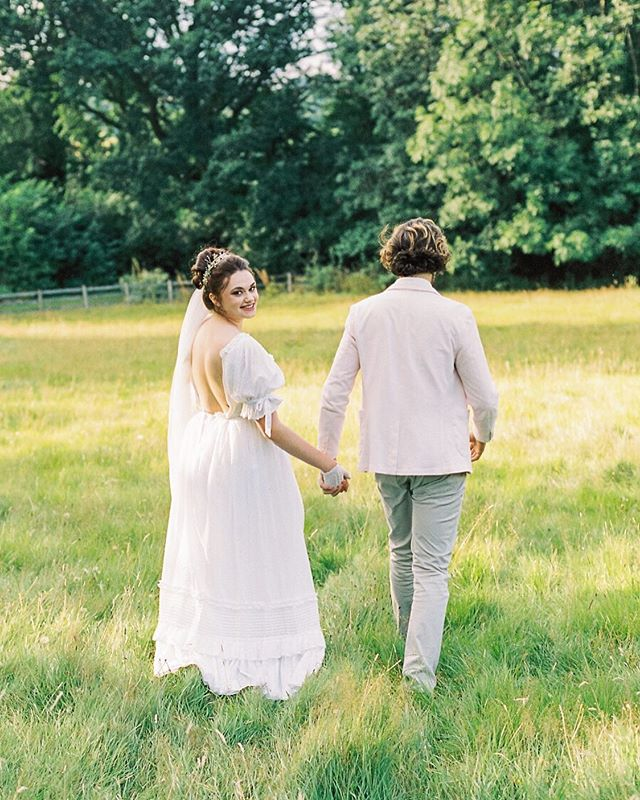 Another peek at this shoot! Jane Austen vibes 👌🏻 Loved this dreamy vintage Laura Ashley dress that @tulleandblue sourced 😍 #portra400 #weddingplanning #weddingphotographer #bridetobe #2019bride #2019wedding #luxurywedding #joannabriggsphotography #engaged #bride #filmphotographer #fineartphotographer #fineartwedding #cotswoldswedding #cotswoldsbride #cotswoldsweddingphotographer #staffordshirewedding #staffordshireweddingphotographer #warwickshirewedding #warwickshireweddingphotographer #londonwedding #londonbride #londonweddingphotographer