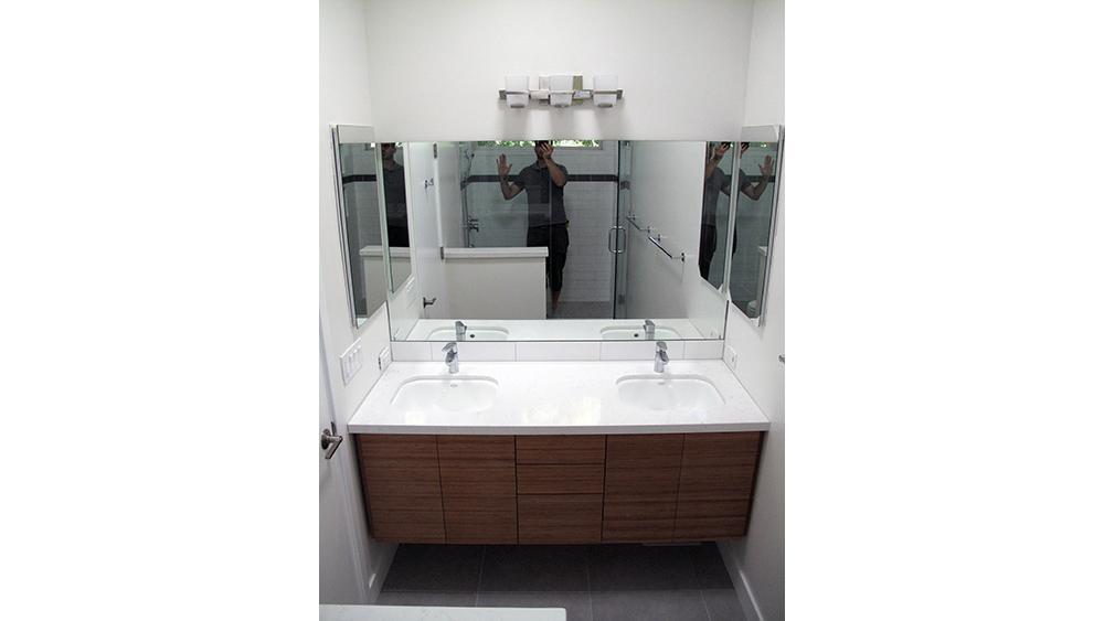lafayette_mbathroom.jpg